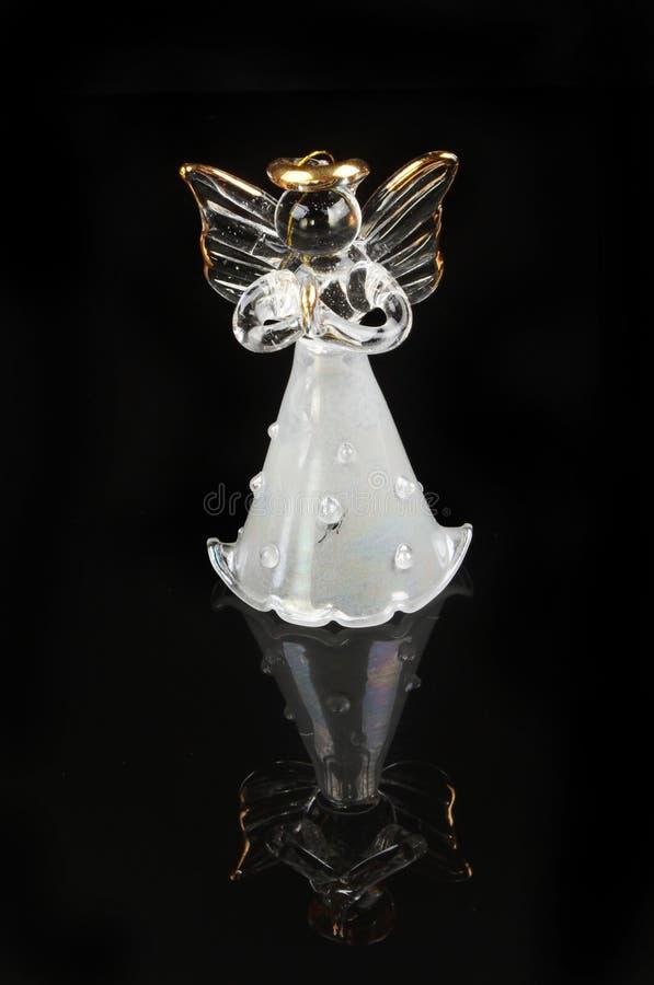 Glass ängelagainsrsvart royaltyfri fotografi