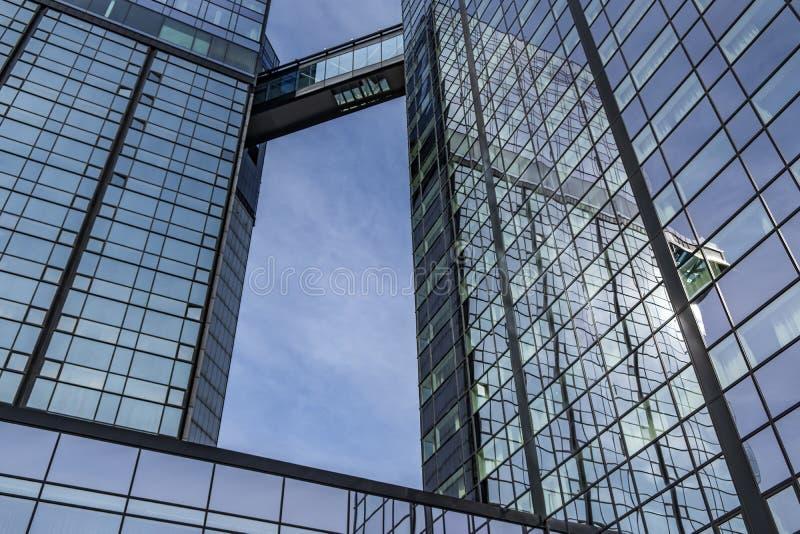 Glass byggnad i Madrid arkivbilder
