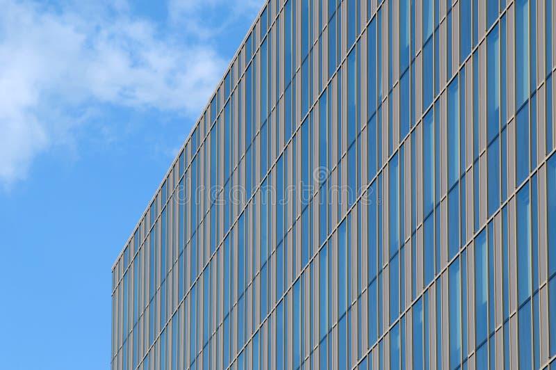 Glass byggnad med guld- band royaltyfria bilder