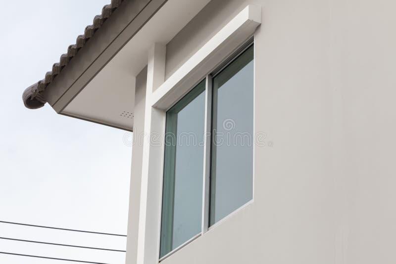 Glass fönster av huset royaltyfri bild