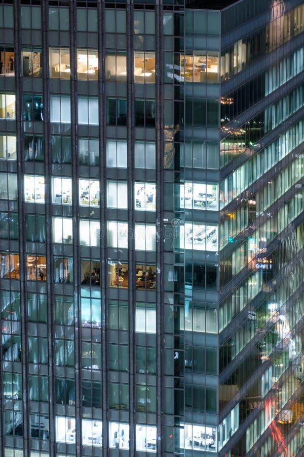 Glass fönster för modern byggnadsskyskrapa royaltyfri foto