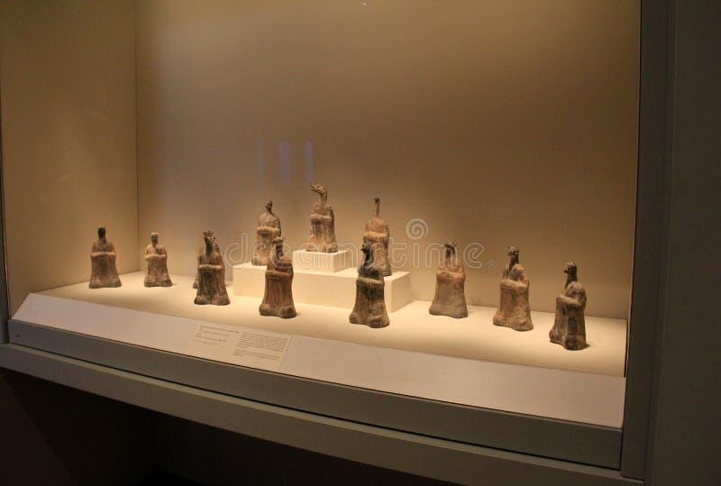 Glass fall med mjuka ljus på egyptiska kulturföremål, Cleveland Art Museum, Ohio, 2016 fotografering för bildbyråer