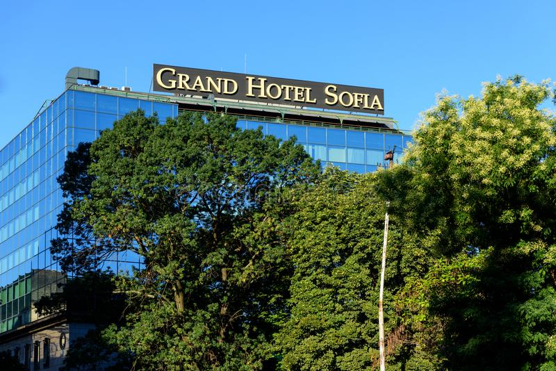 Glass fasad av det storslagna hotellet Sofia, Bulgarien royaltyfri fotografi
