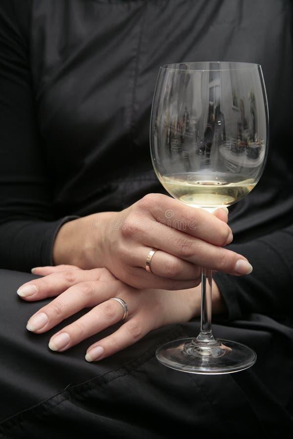 glass handwinekvinnor royaltyfri foto