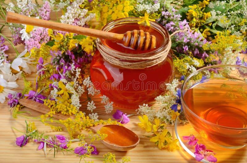 Glass jat av honung royaltyfria foton