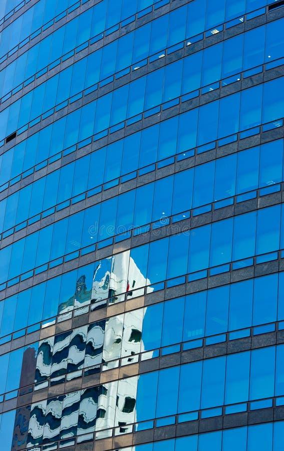 glass modern reflexionsskycraper för byggnad royaltyfri fotografi