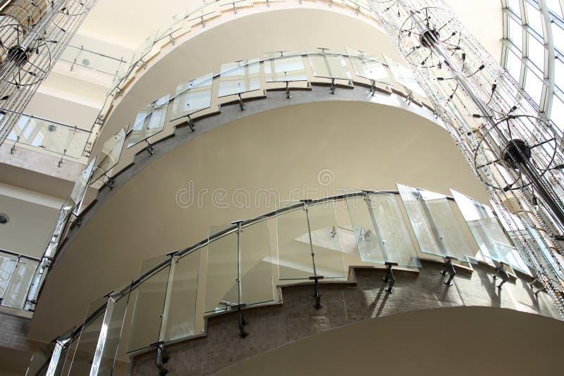 glass modern spiral trappuppgång royaltyfria foton