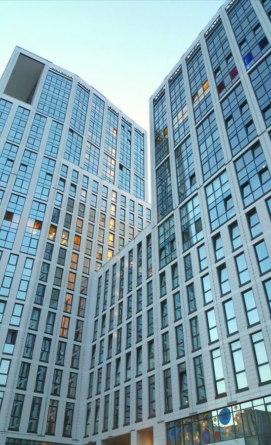 glass moderna silhouettesskyskrapor royaltyfria bilder