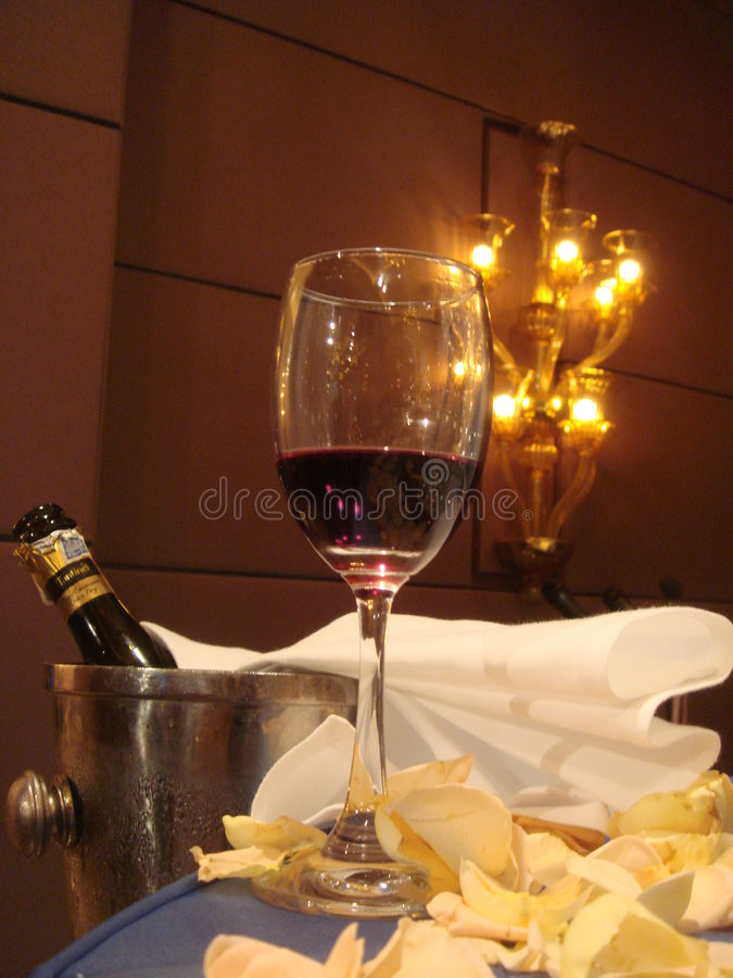 Free Glass Of Red Wine Royalty Free Stock Images - 7043679