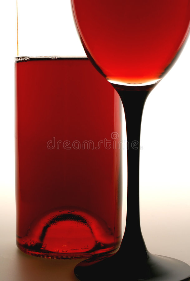 Free Glass Of Red Wine And Bottle Royalty Free Stock Images - 458239