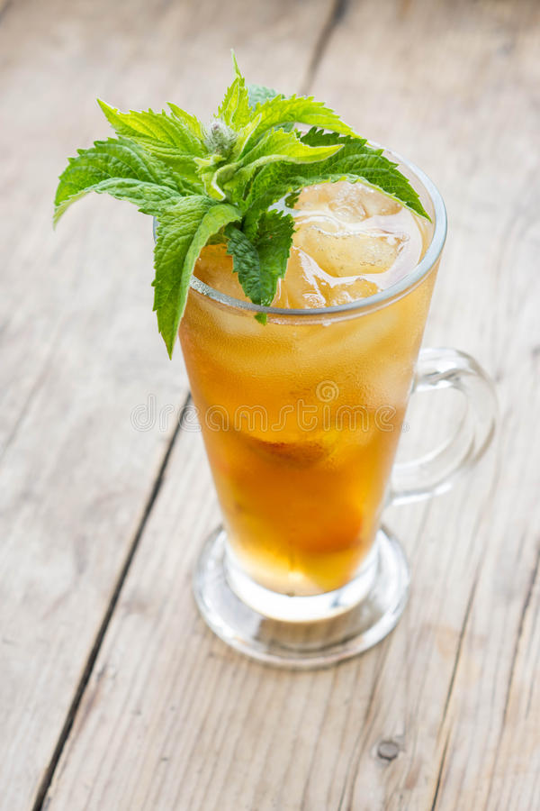 Free Glass Of Sweet Peach Iced Tea Royalty Free Stock Images - 57143179
