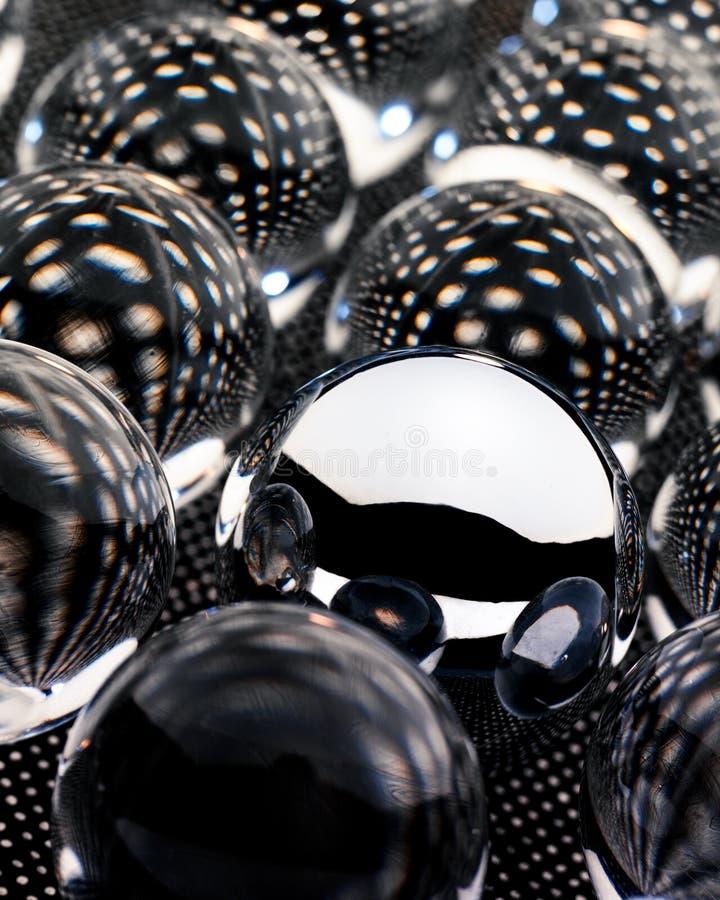 Glass Orbs som sitter på en mönstrad yttersida royaltyfria bilder