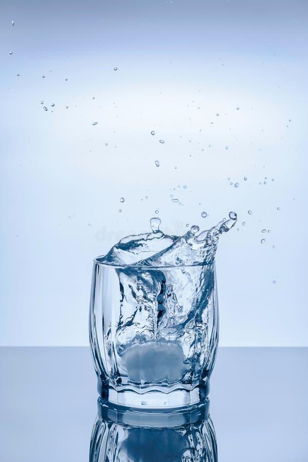 Glass plaska för is fotografering för bildbyråer