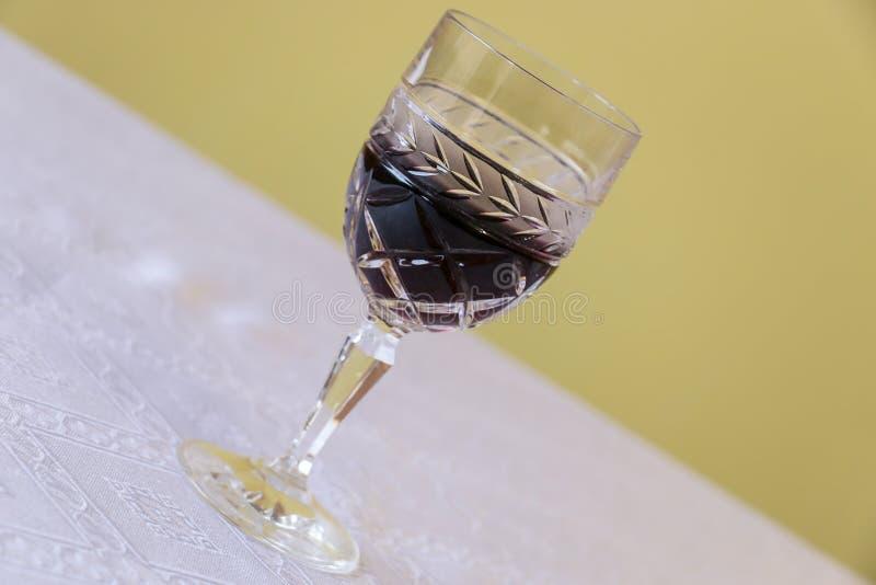 glass röd bordsvin arkivfoto
