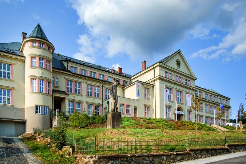 Glass skola i Zelezny Brod royaltyfria bilder
