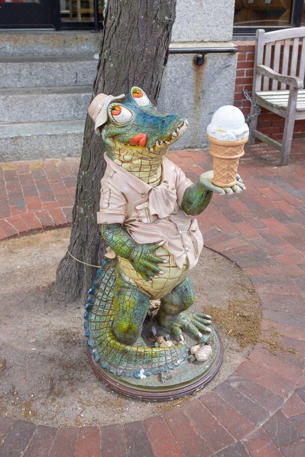 Glass som äter alligatorstatyn royaltyfri fotografi