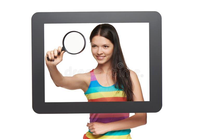 glass tangentbord för begrepp som online förstorar arkivbild