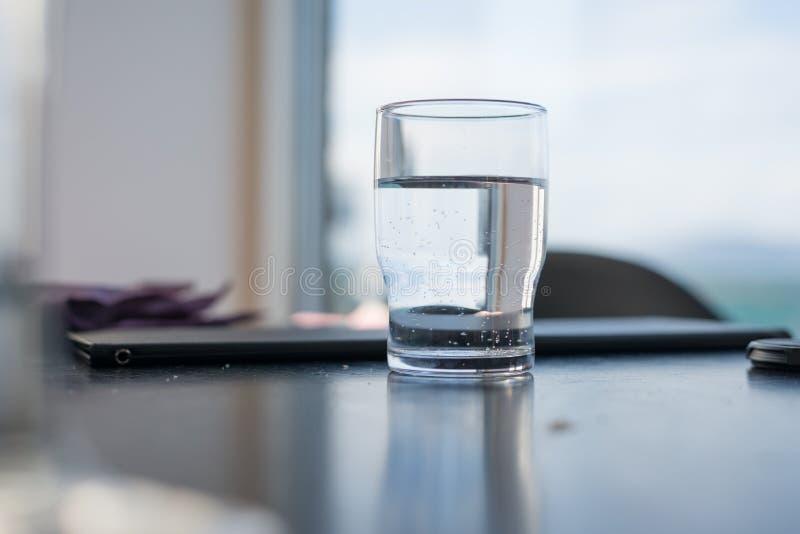 glass vatten royaltyfria bilder