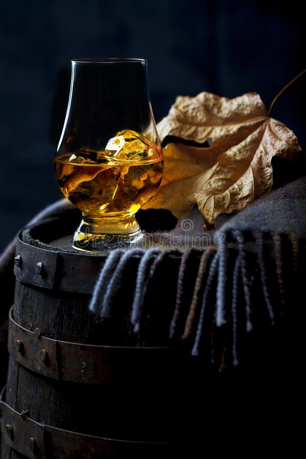 Glass with Whisky and a Leaf on Whisky Cask royalty free stock photos
