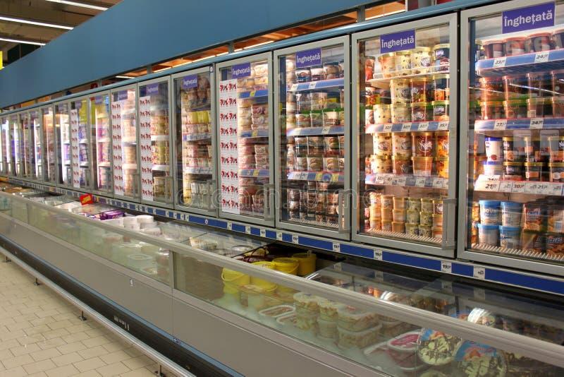 Glassar i livsmedelsbutik royaltyfri foto