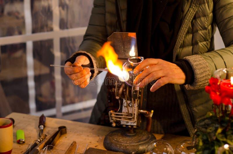 Glassblower przy pracą obraz stock