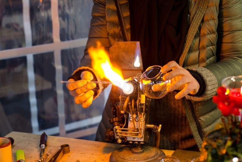Glassblower przy pracą zdjęcie royalty free