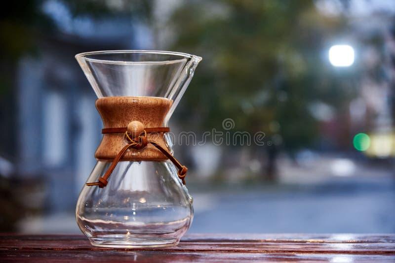 Glasschip op een houten vage oppervlakte, royalty-vrije stock foto's