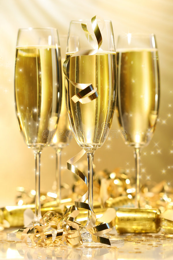 Free Glasses Of Golden Champagne Royalty Free Stock Photography - 3754437