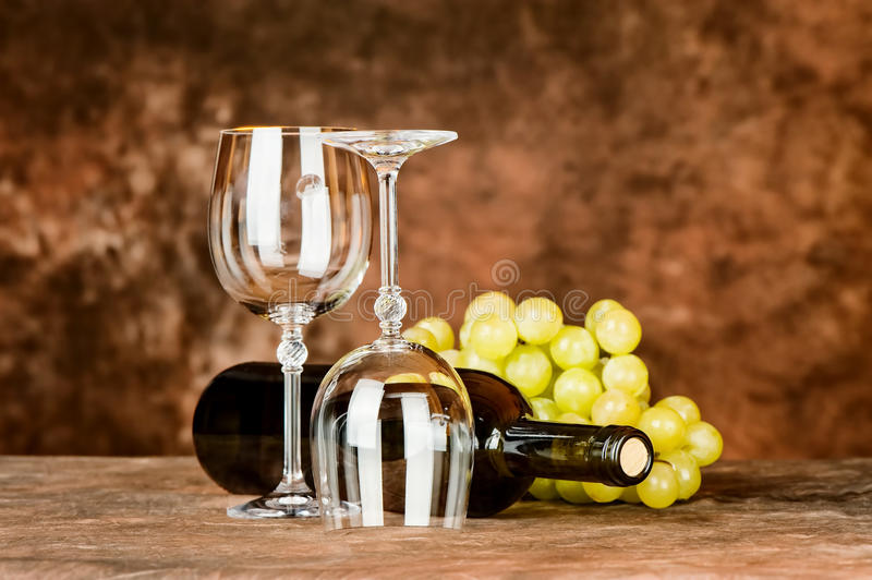 Download Glasses With Wine Bottle And Grapes Stock Image - Image: 29035551