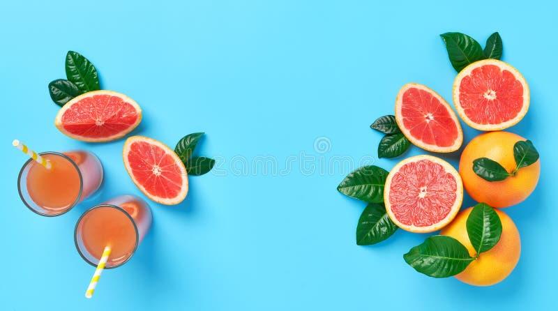 Glasss de jus de pamplemousse frais de vue supérieure photos libres de droits