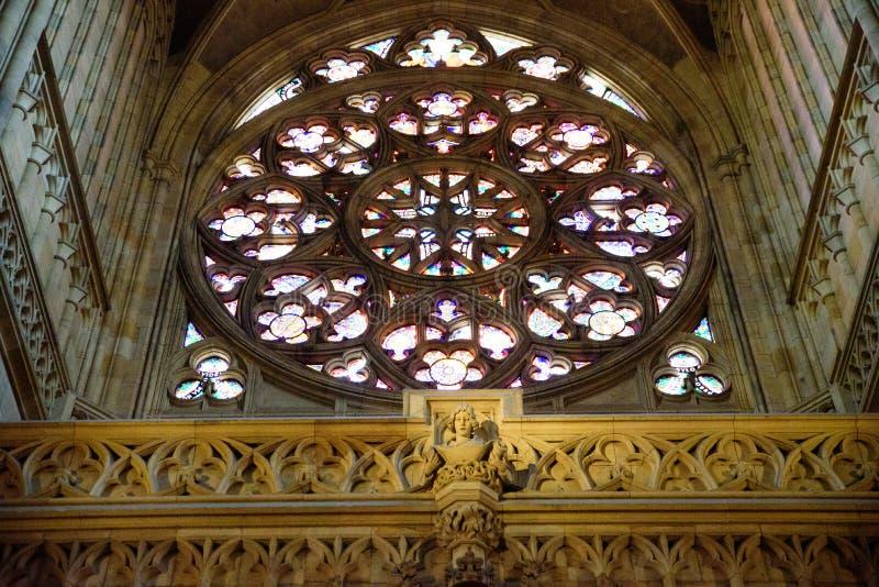 Glasss souillés par église images stock