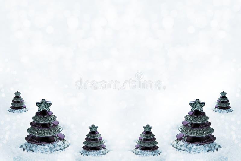 Glasstuk speelgoed Kerstboom in sneeuw royalty-vrije stock foto's