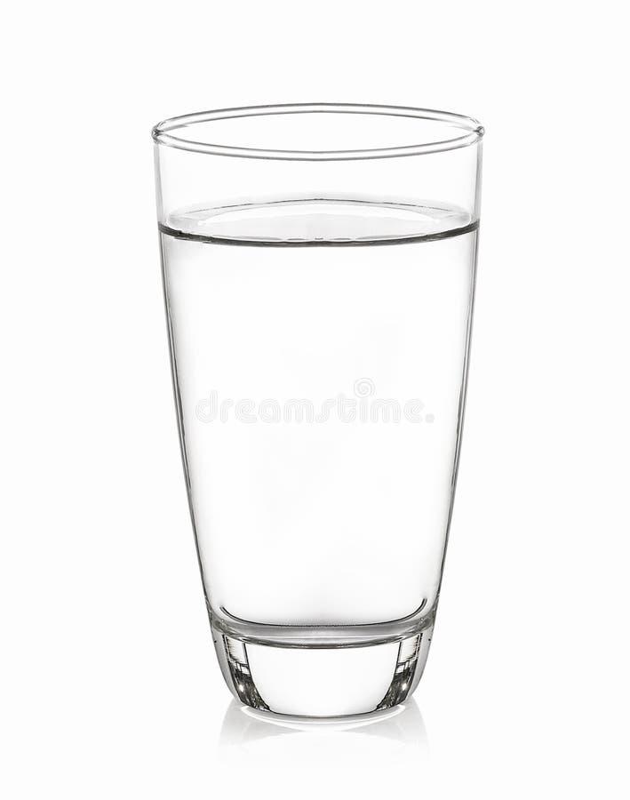 Glaswater met witte achtergrond wordt geïsoleerd die royalty-vrije stock afbeelding