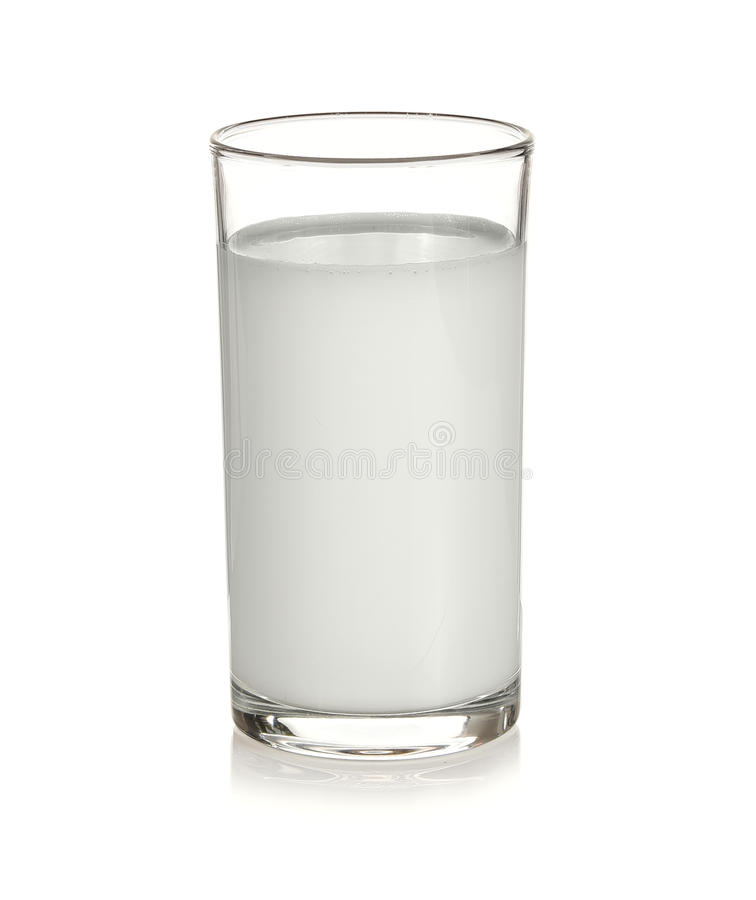 Glaswater met witte achtergrond wordt geïsoleerd die stock foto