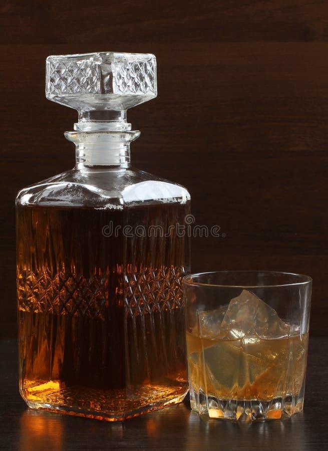 Glaswhisky op dark zes royalty-vrije stock foto's