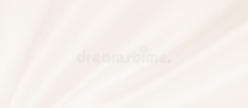 Glatte elegante goldene Seiden- oder Satinluxusstoffbeschaffenheit als Heiratshintergrund Luxuriöses Hintergrunddesign Im Sepia g stockfotografie
