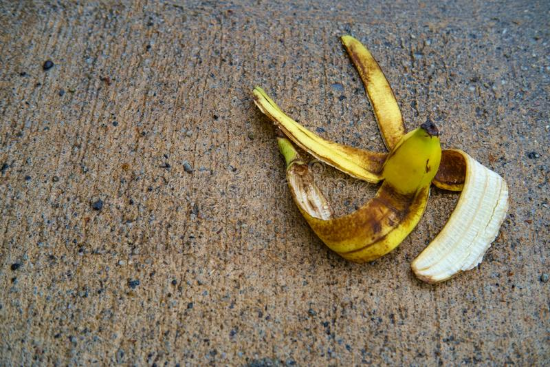 Glatte Kom?dien-Bananen-Schale lizenzfreies stockbild