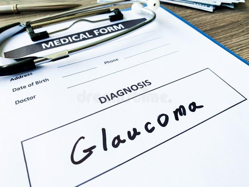 Glaucoma do diagnóstico em um formulário médico na mesa do doutor foto de stock