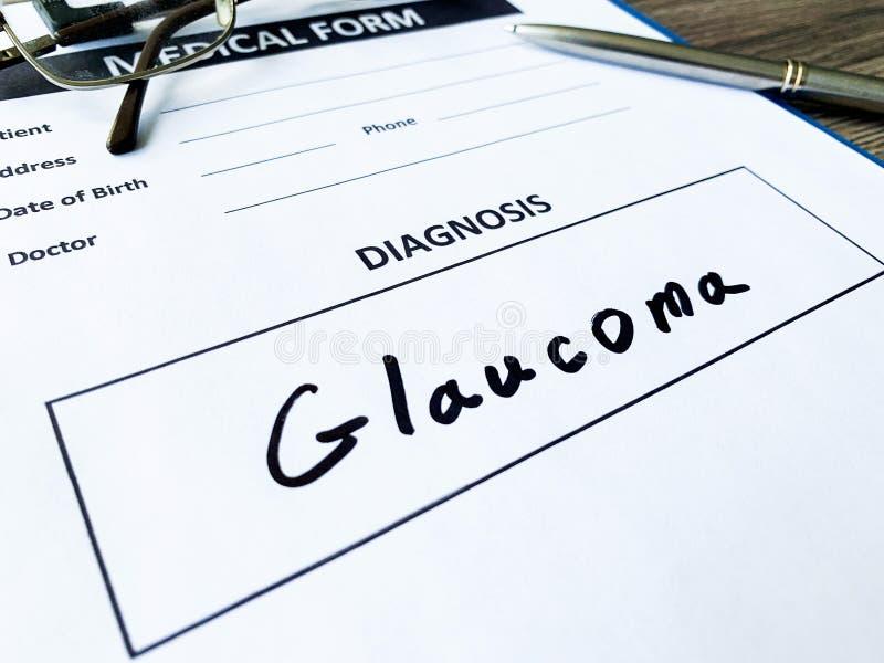 Glaucoma do diagnóstico em um formulário médico na mesa do doutor fotos de stock