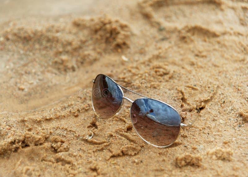 Glazen bij het strand stock foto's
