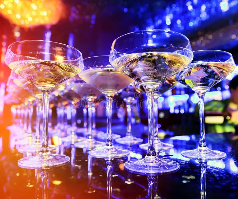 Glazen champagne op bar royalty-vrije stock afbeeldingen
