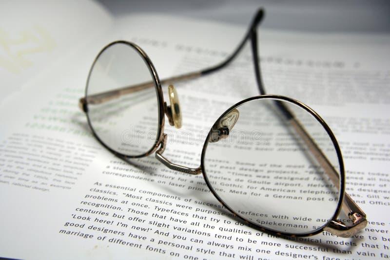 Glazen en een boek royalty-vrije stock foto's