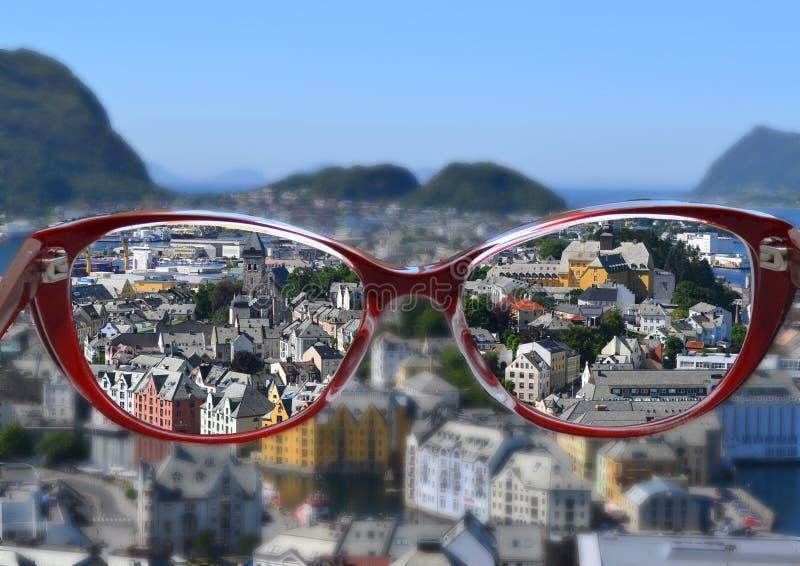 Glazen, geïsoleerde zonnebril, manier, wit, oog, oogglazen, de zomer, zon, zwarte bril, optisch, hemel, glas, bezinning, l stock foto