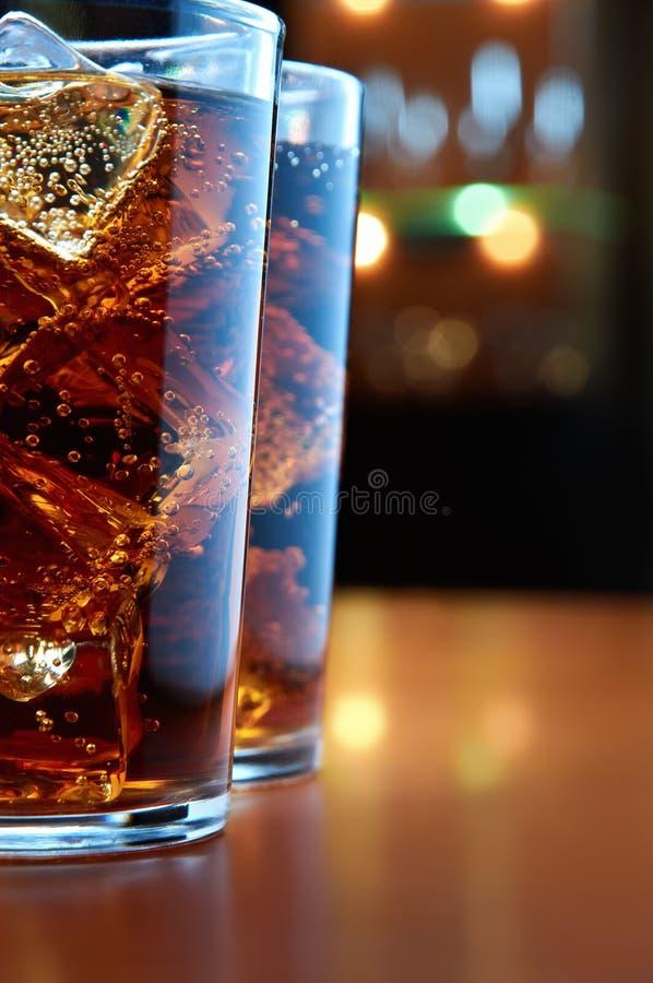 Glazen met kola royalty-vrije stock afbeeldingen