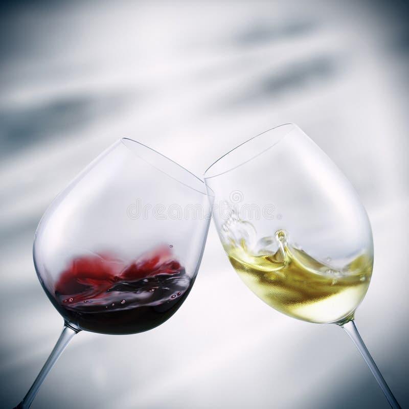 Glazen rode en witte wijn royalty-vrije stock foto