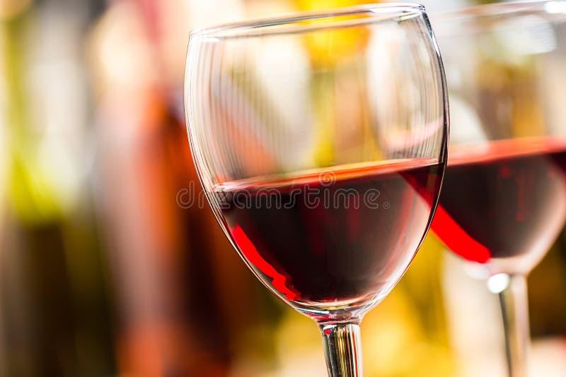 Glazen rode wijn stock foto