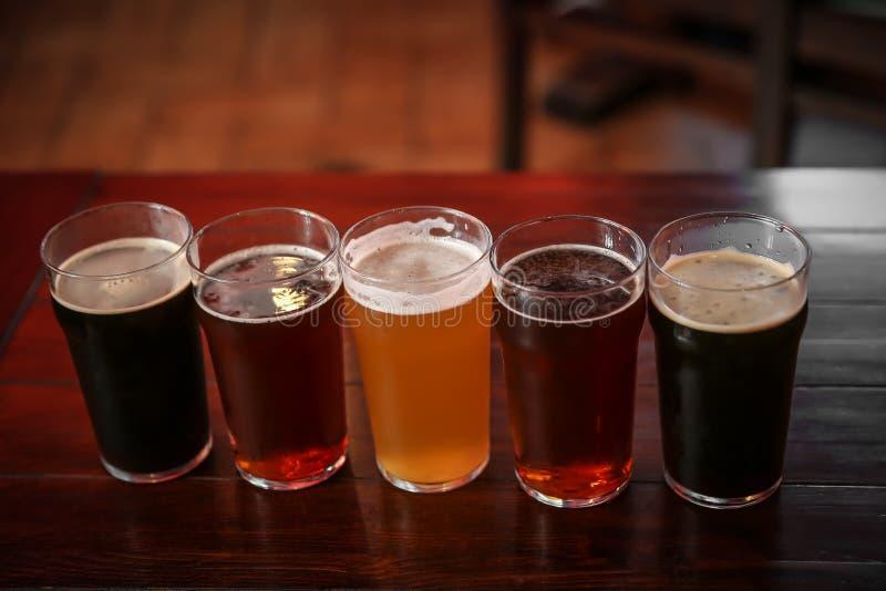 Glazen verschillend bier royalty-vrije stock foto's