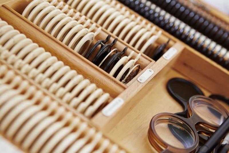 Glazendoos van een opticien stock fotografie