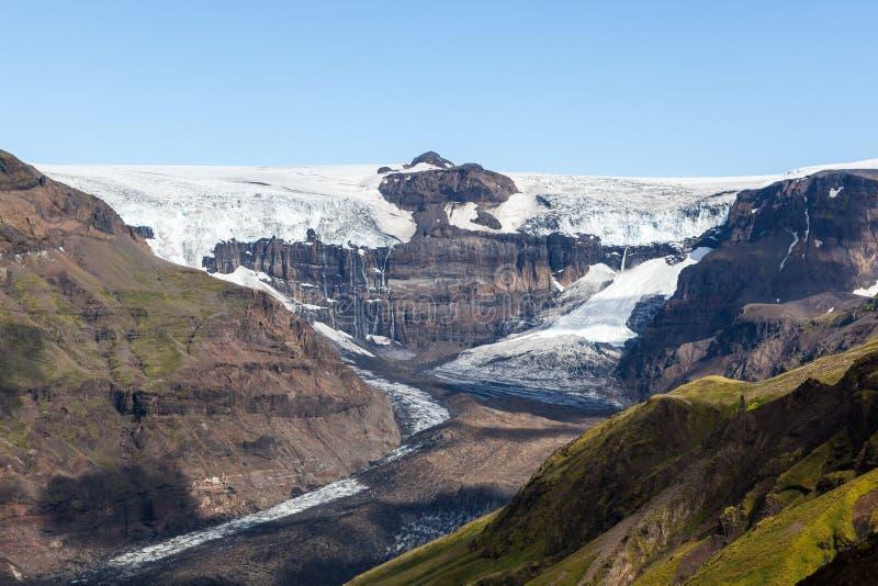 Glazial- Fluss Skaftafellsjokull, der hinuntergeht stockbild