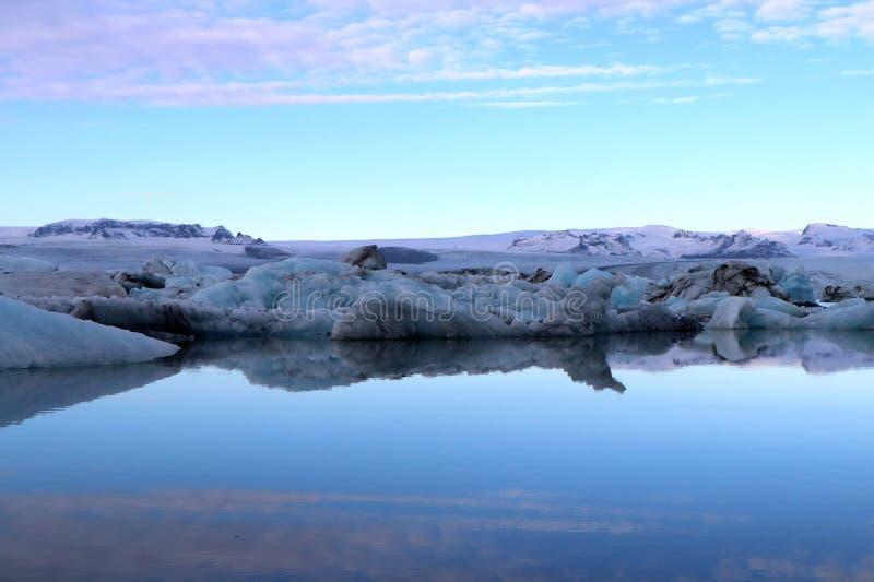 Glazial- Lagune bei Sonnenuntergang - Island lizenzfreies stockbild